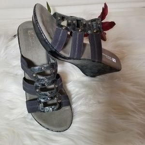 White Mountain Gray Wedge Sandals Size 9